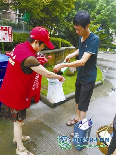 宁波垃圾分类督导志愿者半月增加3倍 积极性为何这么高?
