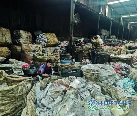 财经深度:拾荒江湖兴衰北京可回收垃圾的底层真相