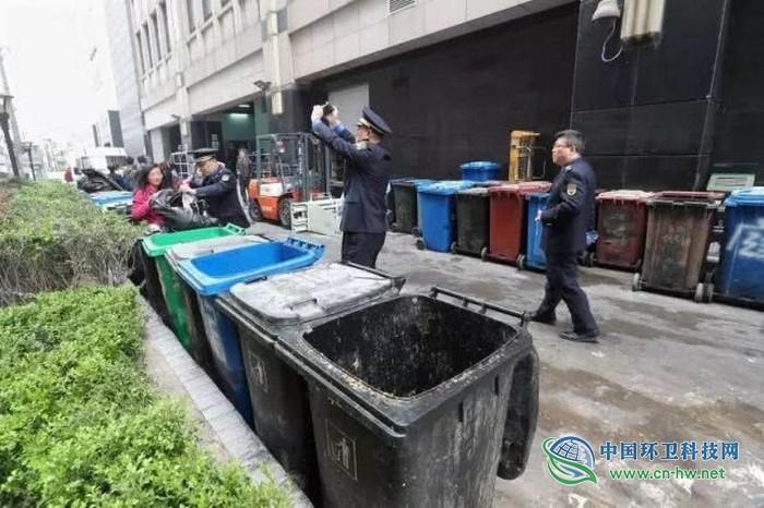 上海突击检查生活垃圾分类情况 两家知名商场被责令整改!