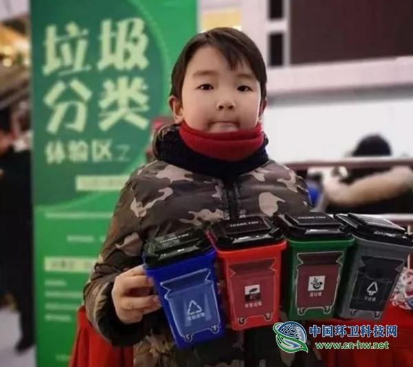 人民日报评论:垃圾分类,上海何以唱出一台大戏?