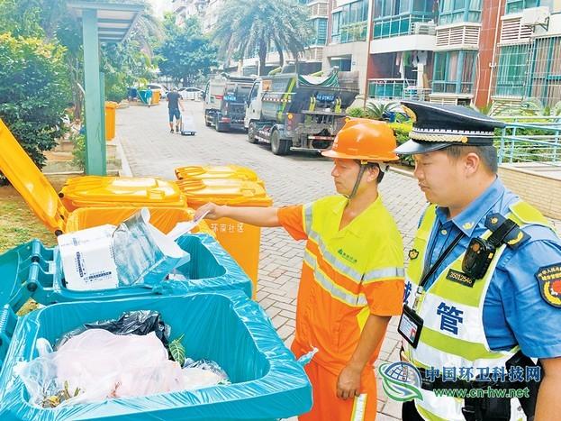 福州首例!垃圾未分类被拒收,城管配合开出整改令