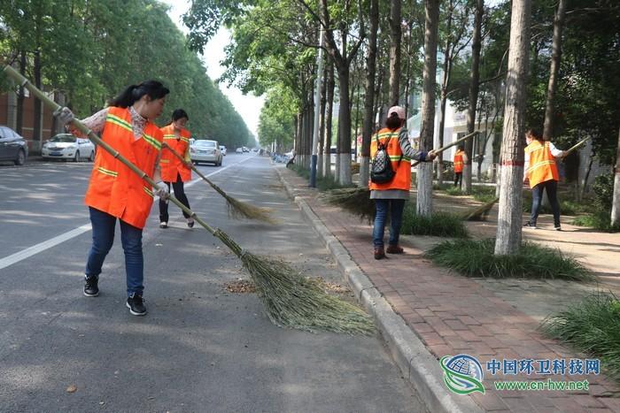 中秋节将至 济源市城市环卫服务有限公司精心扮靓市容