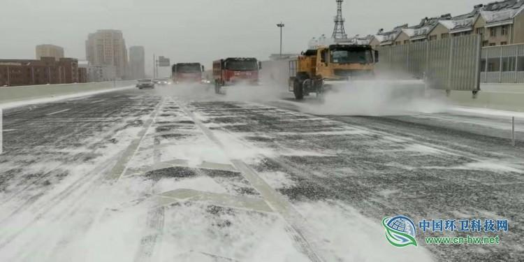 长春市环卫系统全力以赴应对暴雪