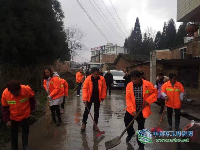 200余人集中整治乡村环境卫生 贵州这个街道喜迎新春