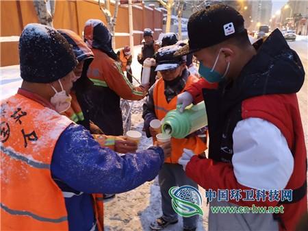 5000多杯豆浆冬日温暖环卫工人