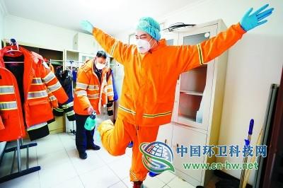 跟拍:北京那些涉疫生活垃圾清运人