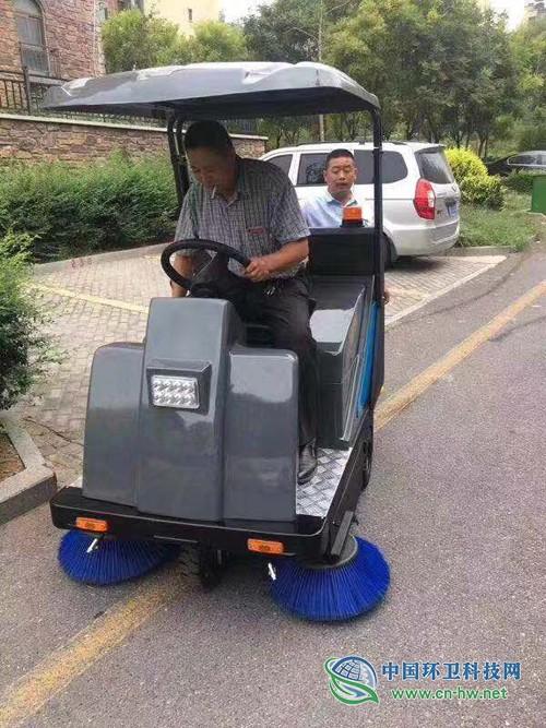 河南凯腾环保驾驶式扫地机案例