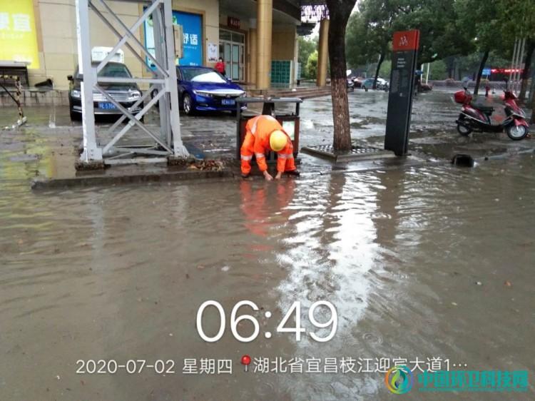 暴雨来袭——枝江环卫在行动