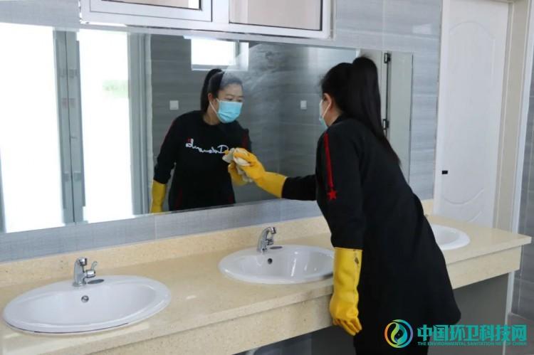 """内蒙古锡林浩特:提档升级,""""厕所革命""""呈现惠民新风景"""