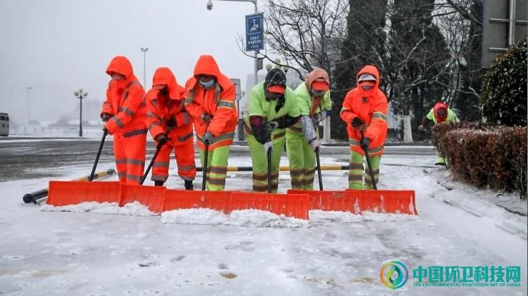 """以雪为令,青岛西海岸公用事业集团打响除雪""""战役""""!"""