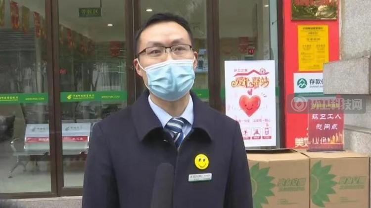 银行内设置爱心驿站,重庆巫溪环卫工人可饮水充电休息!