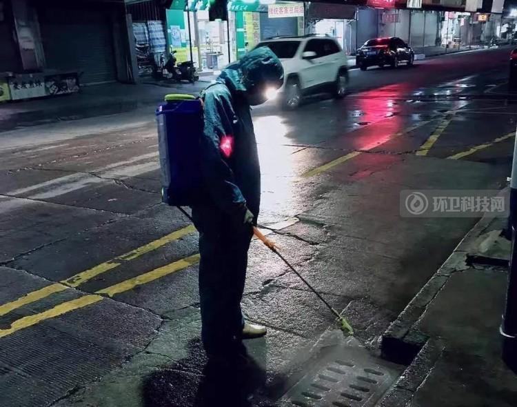 """高能预警!广东四会为环卫工人配备""""防护神器""""!"""