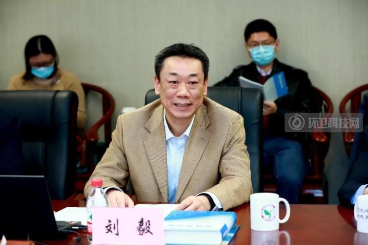 清华大学环境学院院长刘毅主持启动会