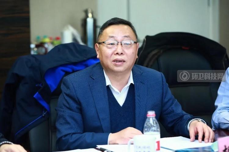 胡华龙副主任发言