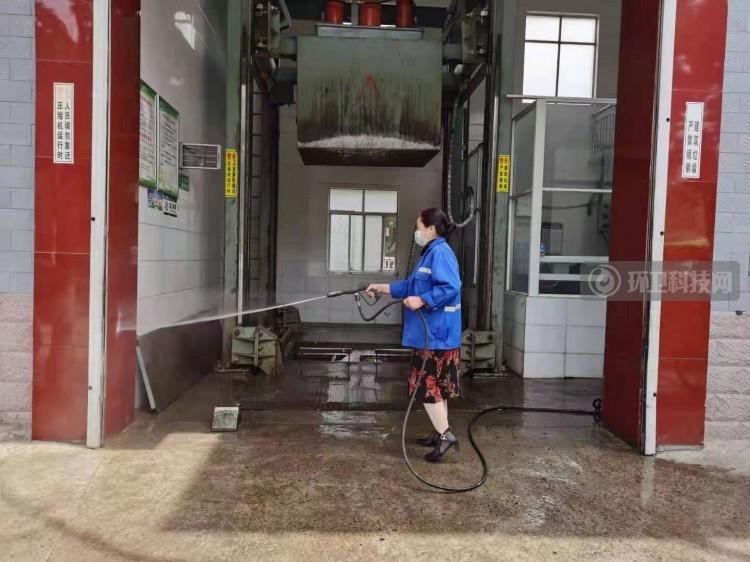 河南禹州环卫:开展夏季病媒生物防制 营造洁净健康生活环境