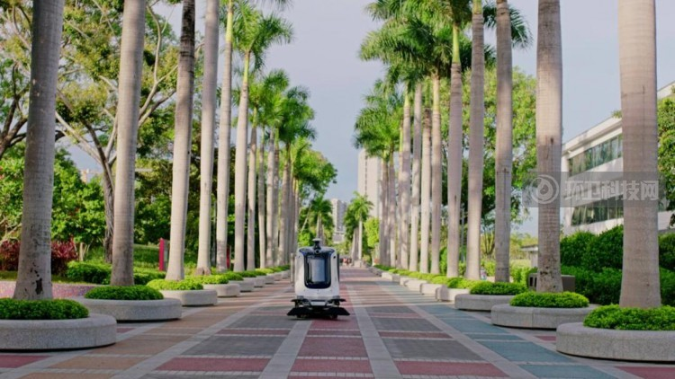 一机多用、智能决策、无线充电…这款多功能环卫机器人绝了!