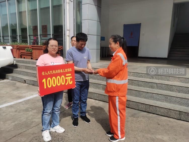 大爱!吕梁市离石区一环卫工人将10000元奖金无偿捐助给困难儿童