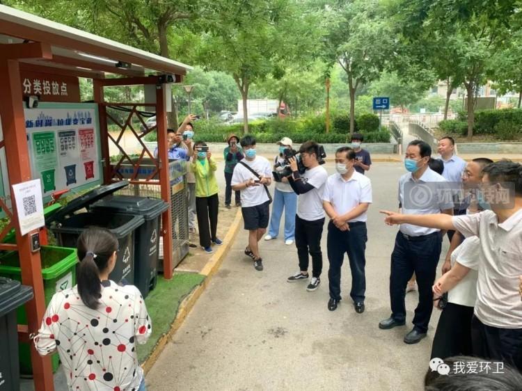 海淀区人大常委会参观指导观景园社区智能化桶站