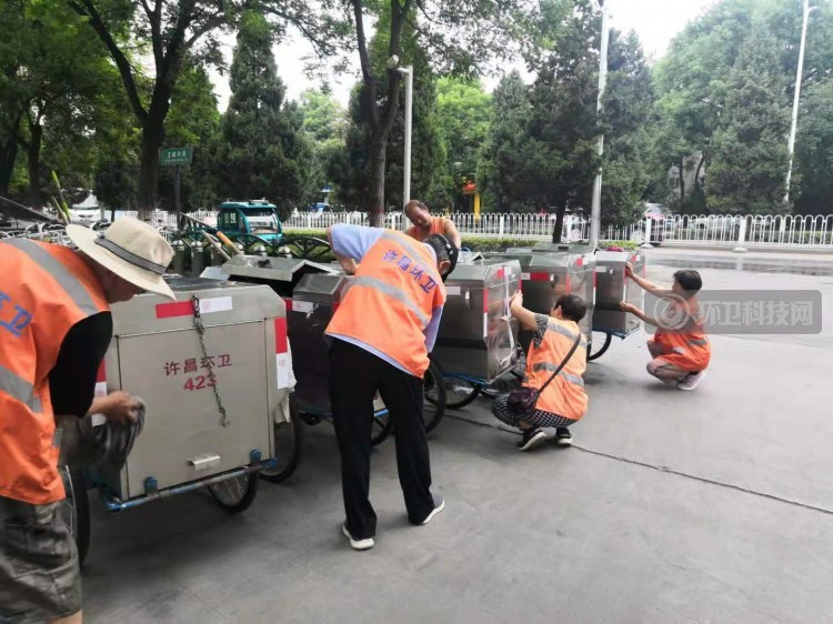"""许昌市环卫处:环卫车辆换""""新颜"""",清扫保洁更安全"""