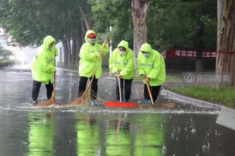 以雨为令 河南省济源市环卫人奋战防汛一线