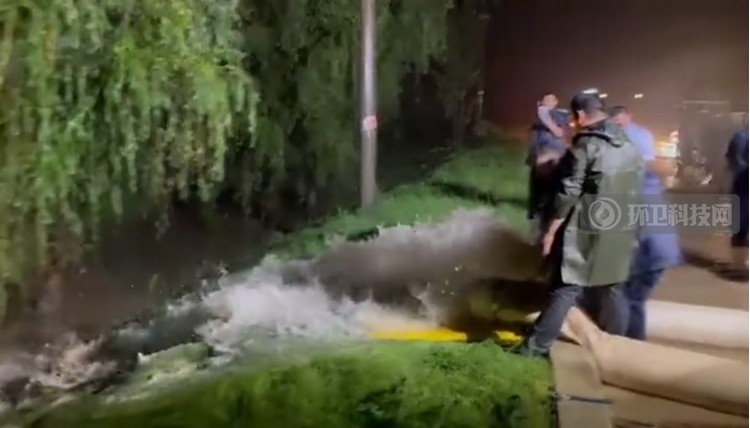 最美逆行!盈峰环境排水抢险车赴郑州支援排涝抢险