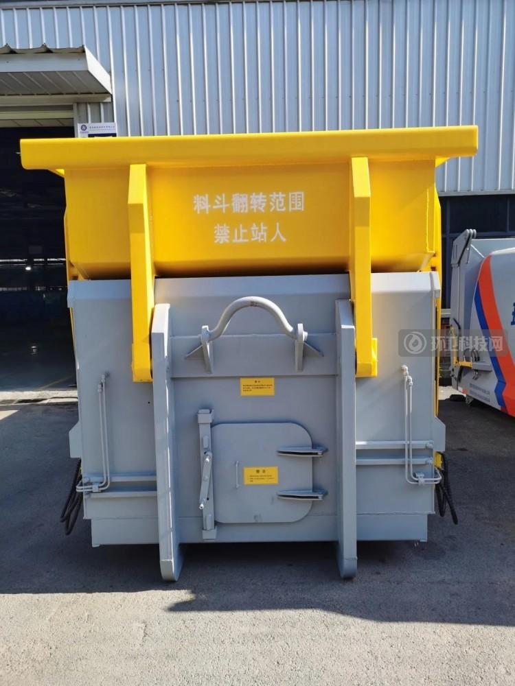 重庆凯瑞特种车研发的轻量化移动压缩垃圾箱投入市场