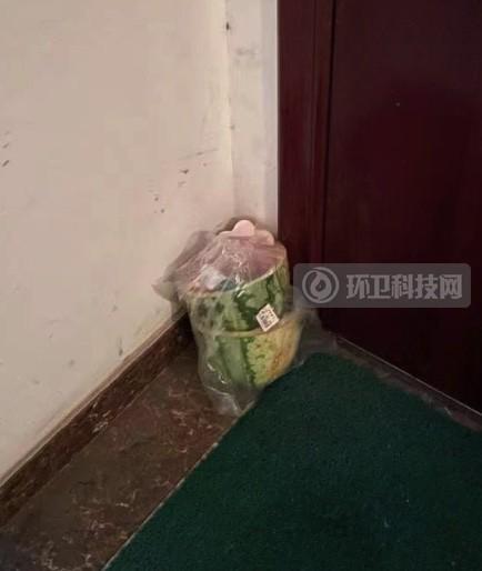 自家门口放垃圾,犯法吗?