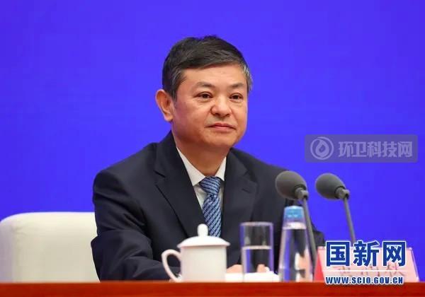 """生态环境部部长黄润秋:发达国家将我国作为""""垃圾场""""的历史已一去不返"""