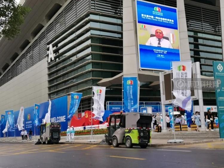 盈峰环境5G智慧环卫机器人首现中国-阿拉伯国家博览会